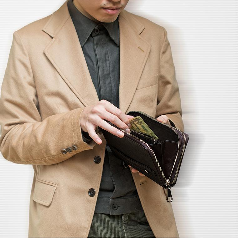 これ1つでどこでも行ける、便利な大容量クラッチ長財布